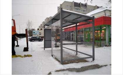 Прозрачный остановочный павильон поставили на 11 квартале в Бердске