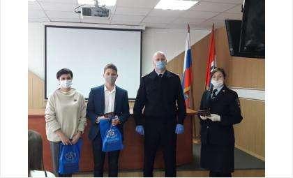 Торжественное вручение паспортов РФ школьникам прошло в МВД Бердска