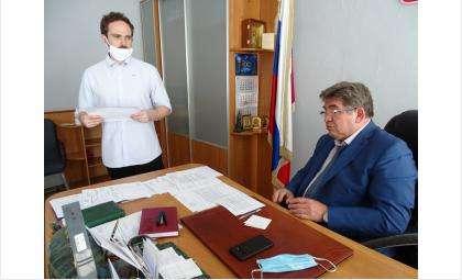 Кирилл Цветков в кабинете у Евгения Шестернина