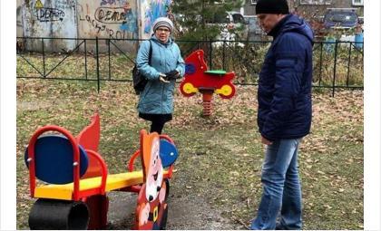 Депутат Евгений Смышляев активно участвует в работах по благоустройству Октябрьского района