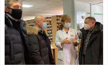 Депутаты Заксобрания области вместе с волонтерами привезли докторам гуманитарный груз