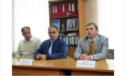Несостоявшийся концессионер Владимир Давыдов (справа) и его инвесторы из ОАЭ