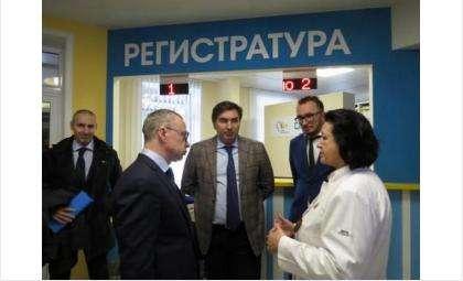 Сократитьдо 2 минут время дозвона в ЦГБ Бердска потребовал первый замгубернатора Юрий Петухов