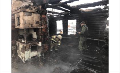 Следователи и сотрудники МЧС работали на месте трагедии