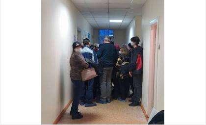 Очередь на ПЦР в горбольнице Бердска