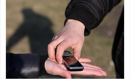 Разбой: 14-летний подросток с ножом напал на сверстника и отнял телефон