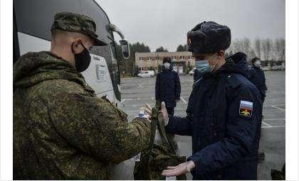 Призывникам выдают СИЗ и проводят тесты на коронавирус