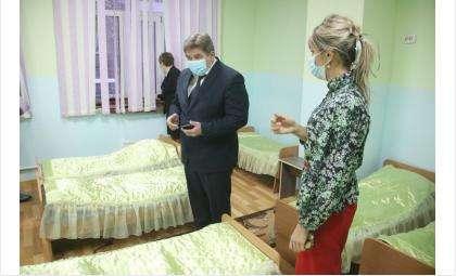 В детских спальнях без проветривания было +14 градусов