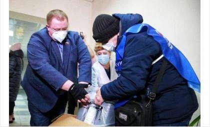 Кислородные концентраторы получили больницы в Искитиме и Новосибирске