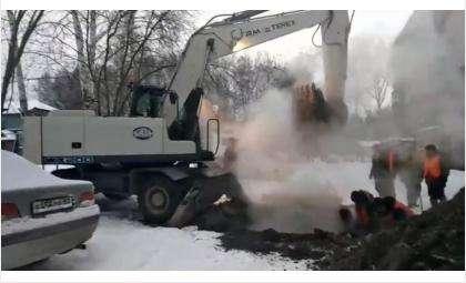 Аварию на теплотрассе в Микрорайоне устранял бердский КБУ