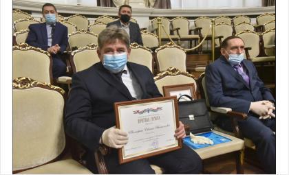 Евгений Шестернин с наградой от губернатора