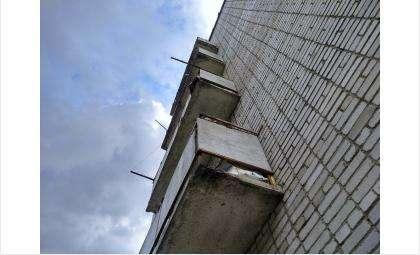 13-летняя девочка выпала из окна квартиры на 7 этаже в Новосибирске