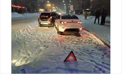 Столкновение иномарок произошло на остановке «Радиозавод» в Бердске