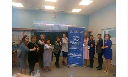 Ольга Костылева (на фото вторая справа) и конкурсанты