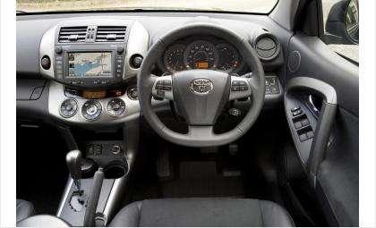 В Искитиме угнали автомобиль «Toyota RAV4»