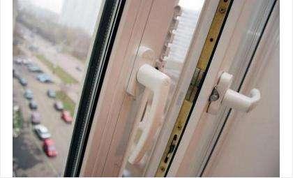 Годовалая девочка выпала из окна 4 этажа и погибла в Советском районе Новосибирска