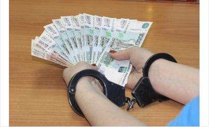 Деньги сотрудница банка потратила по своему усмотрению