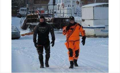 Спасатели работают на месте происшествия
