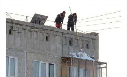 Очистка кровли и балкона в Бердске