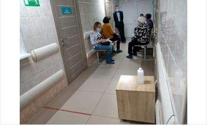 Жители Бердска пришли на прививку от ковида