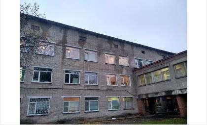 Здание на ул. Пушкина даже снаружи выглядит ужасающе