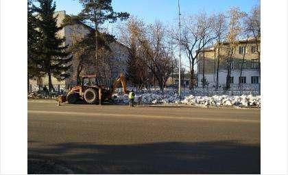 На центральных улицах снег почти растаял