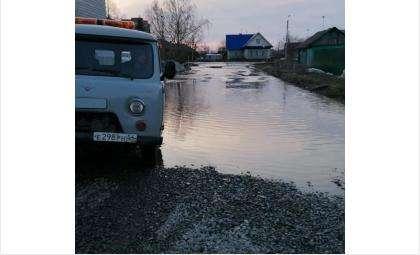 Талые воды идут в жилые дома в Бердске
