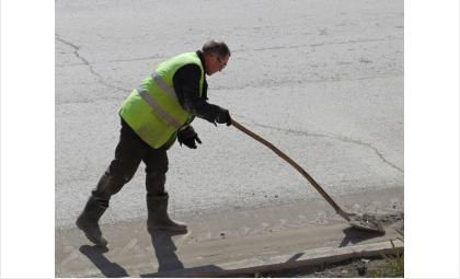 Коммунальные службы в Бердске очищают дороги