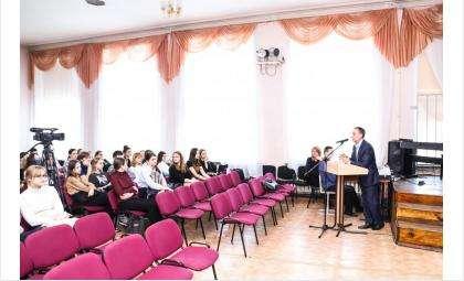 Антонов Константин Александрович и школьники