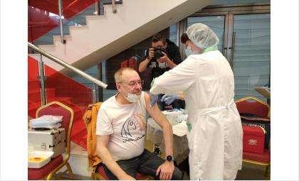 Вакцинацию от коронавируса граждан 60+ усилят в Новосибирской области