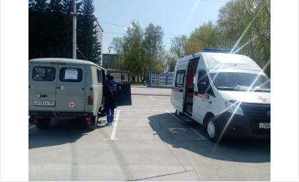 Мобильный пункт вакцинации от COVID-19 работает возле мэрии Бердска