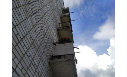 Чудом выжил выпавший с балкона 7 этажа 8-летний мальчик в Новосибирске