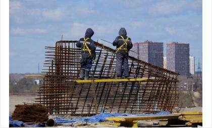 Строители новой ледовой арены не снижают темпы работ в дни майских праздников