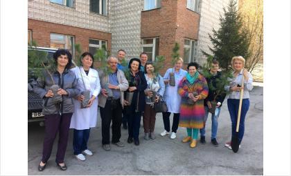 Медработники - участники акции Сад памяти