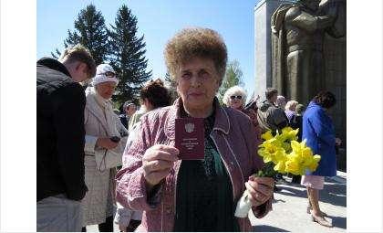Галина Никитина с отцовским удостоверением