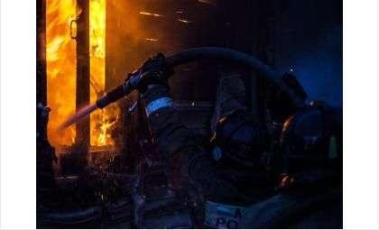Пожар случился на территории пункта приёма металла