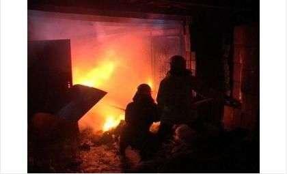 Ночью горел гараж на ул. Добролюбова в Бердске