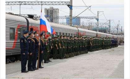 Более 600 сибирских новобранцев отправились служить на Дальний Восток