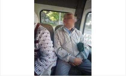 Мужчина уселся на оплаченное для 85-летней женщины место в маршрутке