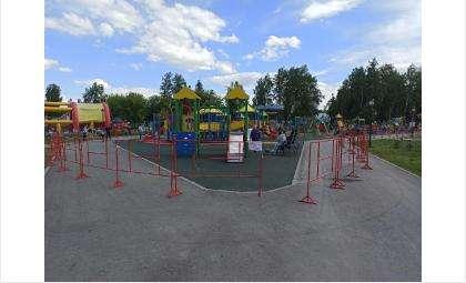Площадка огорожена по периметру