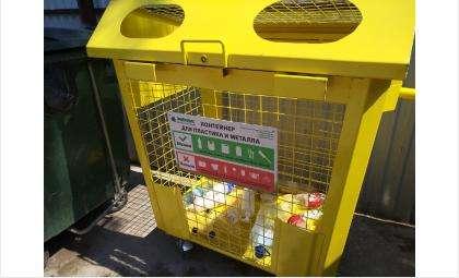 Желтые контейнеры-сетки расположены по всему городу