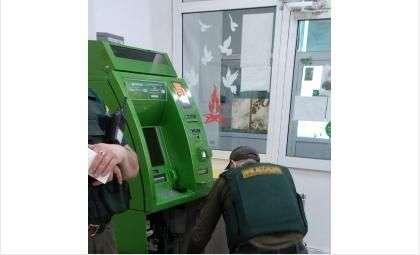Открывать банкомат могут только инкассаторы