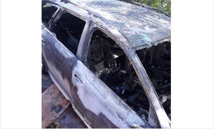 Машина полностью выгорела