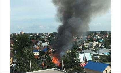 Сгорел дом многодетной семьи в Бердске