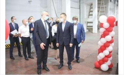Губернатор на фабрике обоев в Бердске