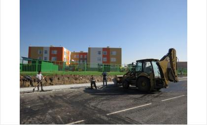 Дороги возле детсада и школы в Южном строятся третий год