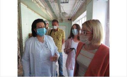 Елена Аксёнова посетила корпус БЦГБ, где идёт ремонт