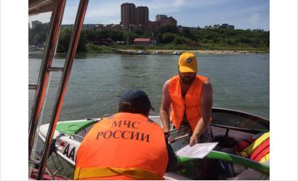 Сотрудники МЧС патрулируют водоёмы