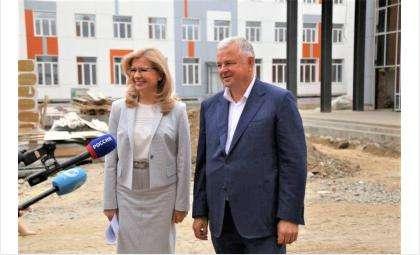 Олег Иванинскийи Наталья Багрова оценили ход строительства