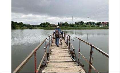 Некоторые дачники ходят по этому мосту уже 25 лет